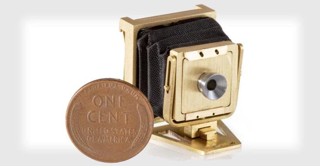 Đây là chiếc máy ảnh gấp hoạt động được nhỏ nhất Thế giới, không lớn hơn một đồng xu mấy